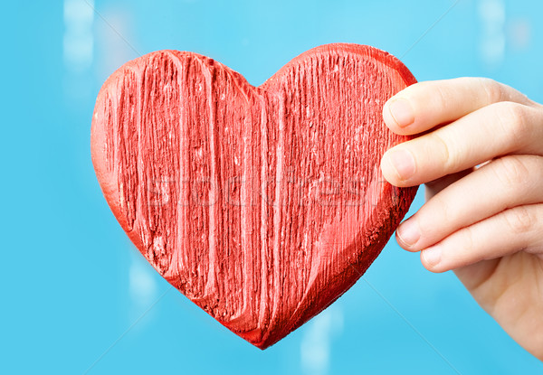 Kalp kadın el kırmızı ahşap Stok fotoğraf © pressmaster