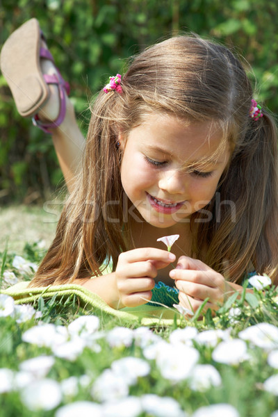 Floral se demander fille herbe verte Photo stock © pressmaster