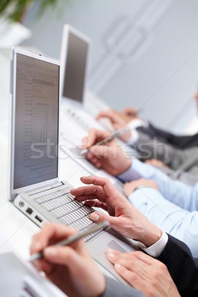 Stok fotoğraf: çalışma · eller · kadın · yazarak · bilgisayar · klavye