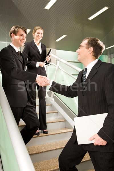 Tebrikler el sıkışma İş ortaklarımız merdiven ofis binası akıllı Stok fotoğraf © pressmaster