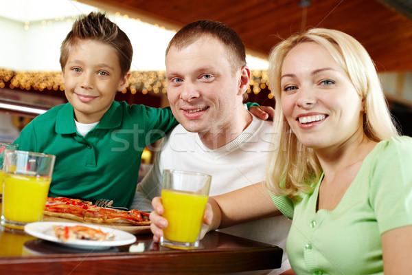 Pizzeria familie drie genieten lunch cafe Stockfoto © pressmaster