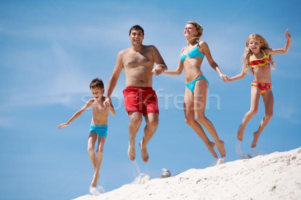 Foto stock: Dinamismo · foto · familia · feliz · saltar · arena · vacaciones · de · verano