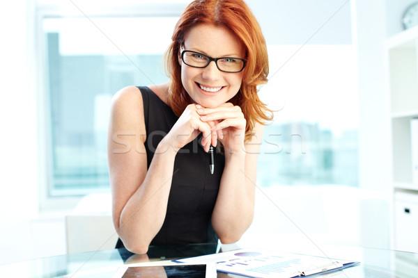 Jómódú vállalkozó sikeres üzletasszony nevet kamera Stock fotó © pressmaster