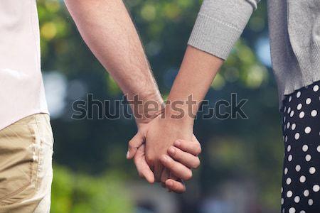 Женская и мужская руки