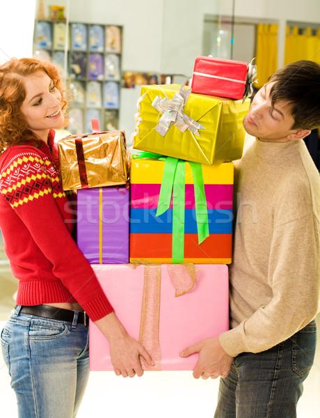 óvatos férj feleség áll köteg dobozok Stock fotó © pressmaster