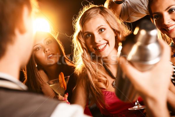 Partij moment foto mooie meisje cocktail Stockfoto © pressmaster