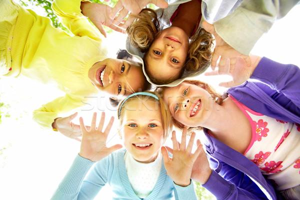Foto stock: Feliz · amigos · abaixo · ver · vários · meninas