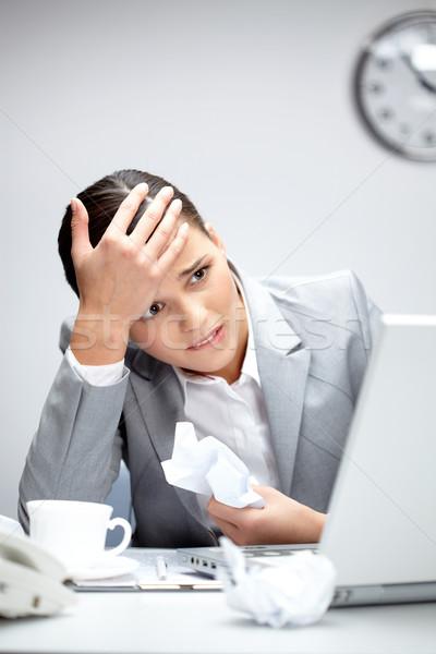 Nyugtalan nő kép fiatal munkáltató néz Stock fotó © pressmaster