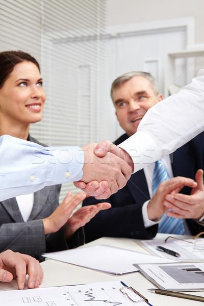 ízület cég üzletemberek kézfogás kollégák tapsol Stock fotó © pressmaster
