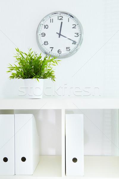 Librería reloj imagen bordo documentos oficina Foto stock © pressmaster