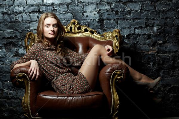 Szykowny pani obraz elegancki dziewczyna posiedzenia Zdjęcia stock © pressmaster