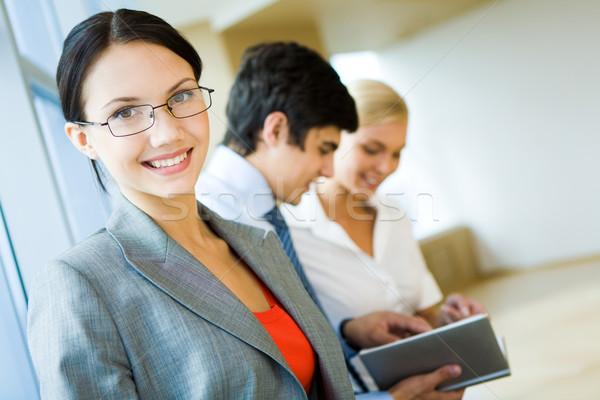 Stockfoto: Werkgever · portret · gelukkig · zakenvrouw · glimlachend · camera
