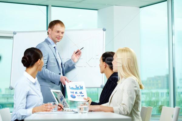Stockfoto: Opleiding · zakenman · tonen · iets · business