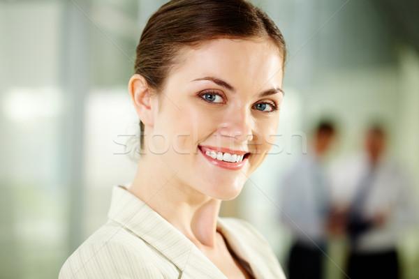 Szczęśliwy pracodawca uśmiechnięty kobieta interesu patrząc kamery Zdjęcia stock © pressmaster
