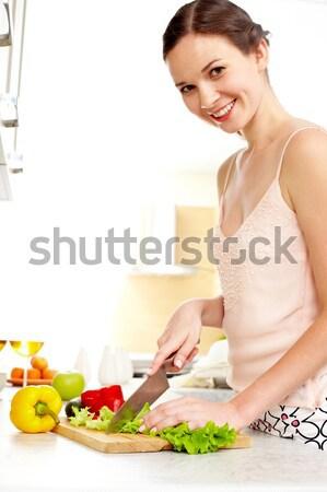 Cuisson maison image jeunes Homme légumes Photo stock © pressmaster