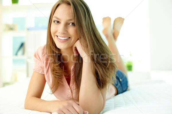 Jó hangulat közelkép kedvesen mosolyog lány arc Stock fotó © pressmaster