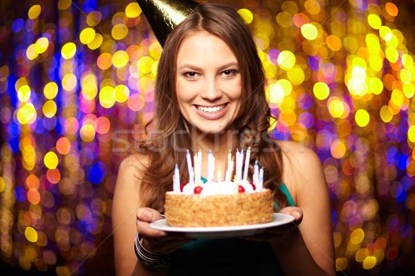 Gioioso compleanno ritratto ragazza torta di compleanno Foto d'archivio © pressmaster