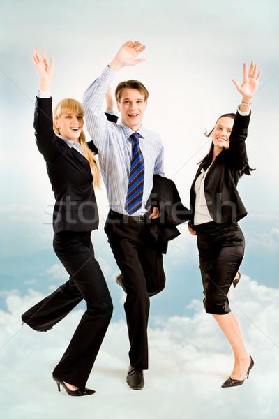 örömteli üzletemberek kép három égbolt üzlet Stock fotó © pressmaster