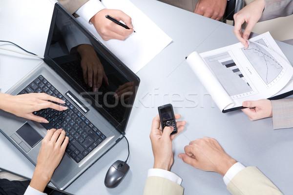 Munkahely közelkép emberi kezek gépel laptop Stock fotó © pressmaster