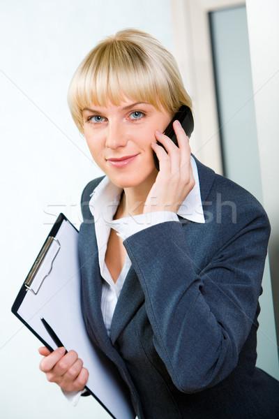 разговор портрет молодые привлекательный деловая женщина призыв Сток-фото © pressmaster