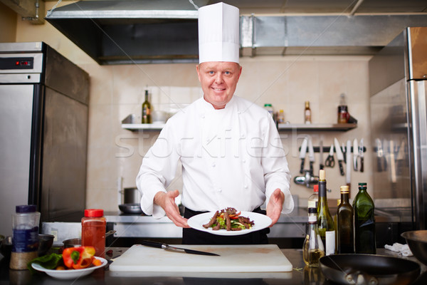 Chef garnir image Homme plaque Photo stock © pressmaster