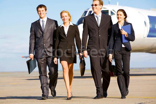 Foto stock: Caminhada · pessoas · grupo · bem · sucedido · avião · negócio