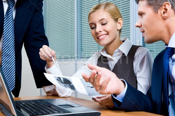 Reunión retrato ejecutivo mirando documento Foto stock © pressmaster