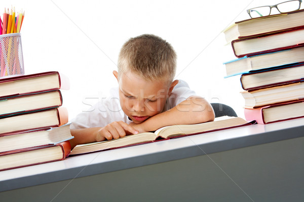 Szorgalmas okos fiatalság olvas nyitott könyv komoly Stock fotó © pressmaster
