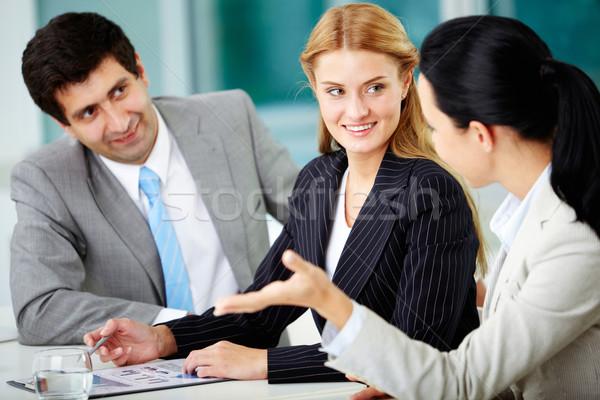 Stock fotó: Megbeszélés · három · üzletemberek · megbeszél · új · projekt