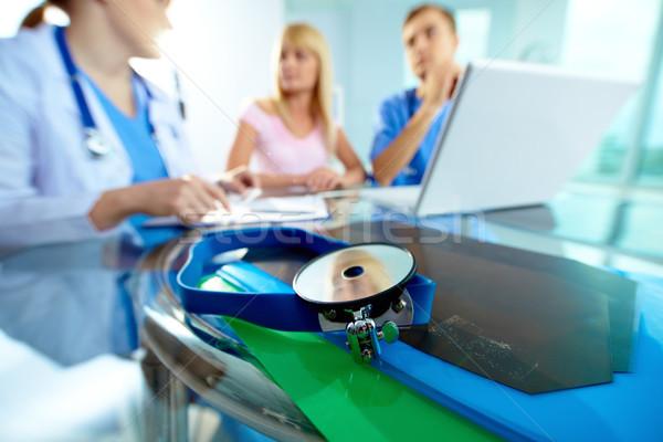 Equipamentos médicos médicos paciente trabalhando laptop Foto stock © pressmaster