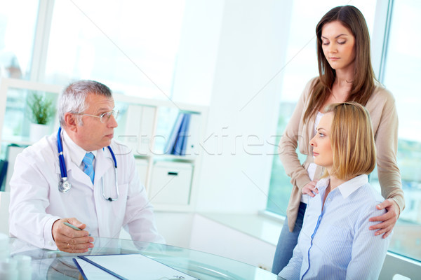 Consulta retrato feminino maduro médico médico Foto stock © pressmaster
