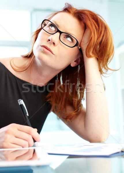 Diep dacht verticaal shot vrouw werken Stockfoto © pressmaster