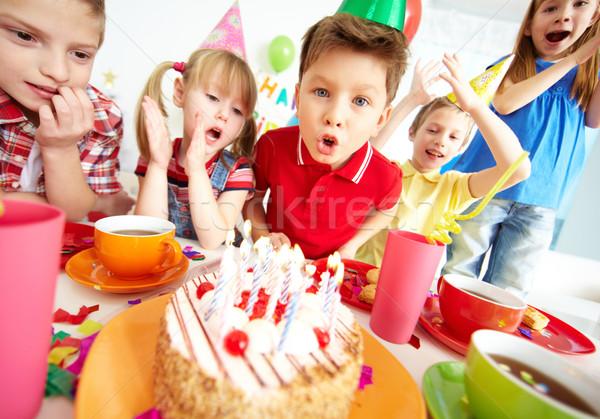 Grupo adorable ninos fiesta de cumpleaños Foto stock © pressmaster