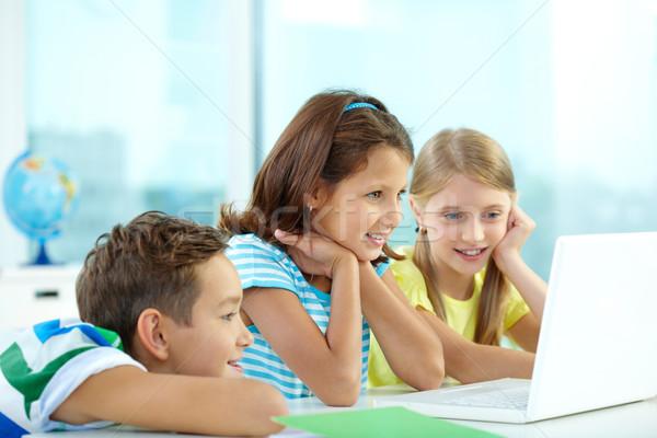 интересный любопытный друзей смотрят девушки детей Сток-фото © pressmaster