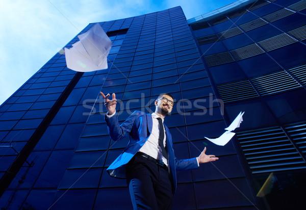 Business winnaar portret extatisch zakenman modern gebouw Stockfoto © pressmaster