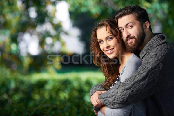 Affettuoso amanti immagine date guardando fotocamera Foto d'archivio © pressmaster