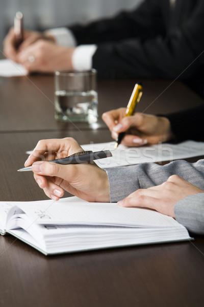 Iscritto sintesi fila mani penne Foto d'archivio © pressmaster