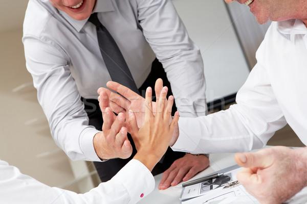 Jedność ludzi biznesu palmy naprzeciwko inny Zdjęcia stock © pressmaster