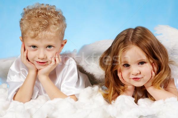 Pequeño ángeles nino nina angelical traje Foto stock © pressmaster