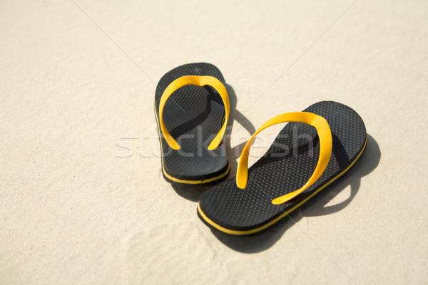 Stock fotó: Kép · pár · citromsárga · fekete · homokos · tengerpart · tengerpart