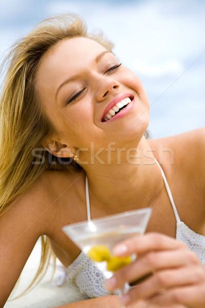 солнце удовольствие изображение довольно девушки стакан мартини Сток-фото © pressmaster
