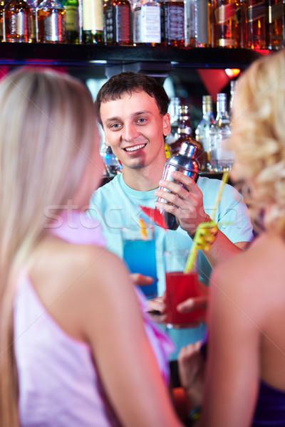 ストックフォト: 幸せ · バーテンダー · 肖像 · 笑みを浮かべて · 男性 · ボトル