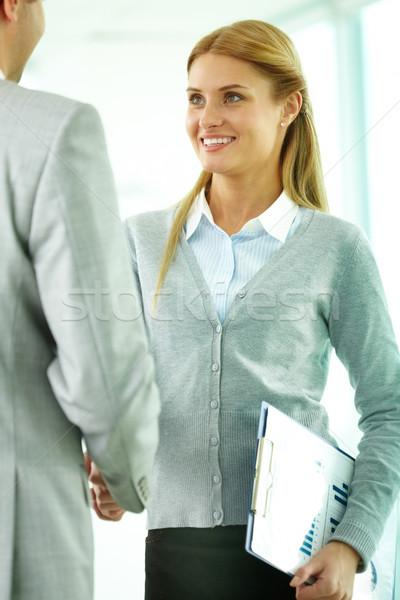 Photo stock: Heureux · femme · d'affaires · serrer · la · main · partenaire · réunion
