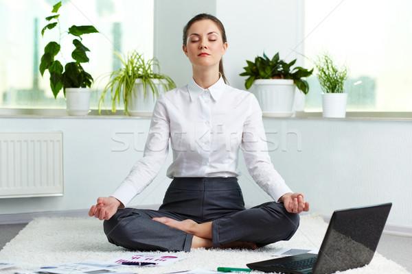 Pihenés portré vonzó fehérgalléros munkás meditál Stock fotó © pressmaster