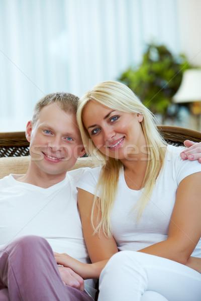 Férj feleség boldog pár néz kamera Stock fotó © pressmaster