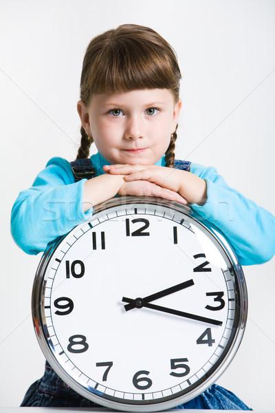 Zdjęcia stock: Badania · czasu · portret · poważny · dziewczyna · zegar