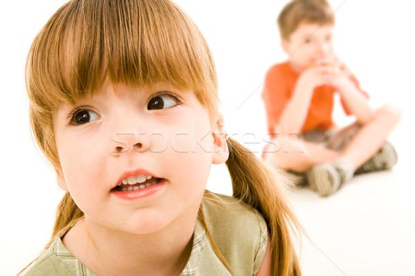 Kinderachtig kijken weinig nieuwsgierig meisje Stockfoto © pressmaster