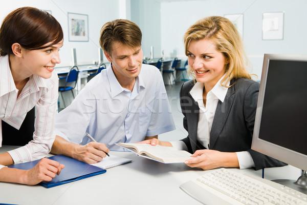 üzleti csoport csoport három fiatal üzletemberek megbeszél Stock fotó © pressmaster