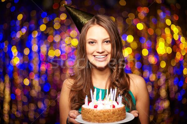 Buon compleanno ritratto gioioso ragazza torta di compleanno Foto d'archivio © pressmaster