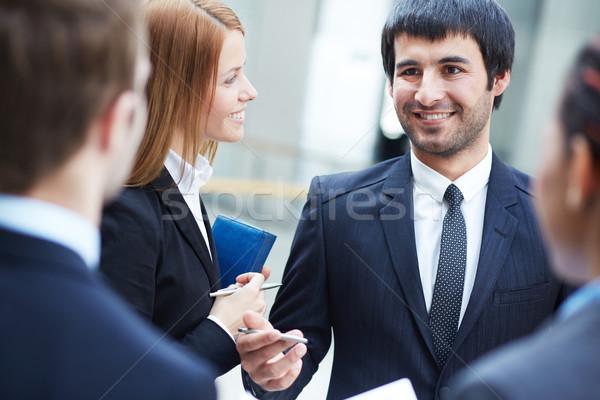 Tanácsadás csoport üzleti partnerek tárgyal megbeszélés fókusz Stock fotó © pressmaster